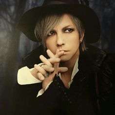 Anime Songs, Gackt, Visual Kei, Cool Bands, Celebrity Photos, Character Inspiration, Singer, Poses, Portrait