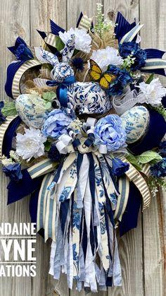 Fall Mesh Wreaths, Easter Wreaths, Wreaths For Front Door, Spring Wreaths, Christmas Wreaths, Wreath Crafts, Ornament Wreath, Wreath Ideas, Decor Crafts