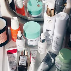 My go-to skincare arsenal right now. There's some long term repeaters here and also newer bits that I've fallen for and can't stop using. What's top of your skincare list at the moment? ▫ ▫ ▫ #skincareblogger #Kbeauty #kbeautylover #skincarecommunity #ausbeautybabes #skincareluxury #skincareroutine #skincare101 #skinfirst #skincare #vanities #itgtopshelfie #skincareobsessed #skincaregoals #skincareenthusiast #skincareblog #discoverunder50