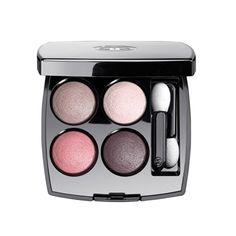 Chanel Les 4 ombre – Blässe ist Noblesse: Die Zeiten in denen solarium-gebräunte Haut Schönheitsideal war sind glücklicherweise vorbei. Blasse Haut steht auch in dieser Saison wieder hoch im Kurs. Bleibt nur die Frage: Wie schminkt man sich mit blasser Haut?