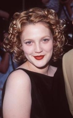 Drew Barrymore Photos from Ever After: A Cinderella Story Best Brown Lipstick, Drew Barrymore, Dark Skin Tone, Natural Lips, Beauty Trends, Ever After, Beautiful Actresses