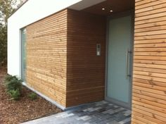 Billedresultat for houtkleur gevel Wooden Cladding, Wooden Facade, Brick Facade, Modern Exterior, Exterior Design, Door Design, House Design, Brick Construction, Brick Garden