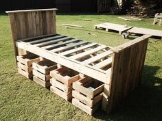 L.o.v.e. this pallet bed frame because of the storage it provides. Keep it rustic or paint it white for a girl. Stencils? Pallet Bed Frame Design | 99 Pallets