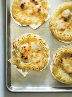 -Jacques (the ultimate) A classic of French cuisine, this scallop recipe for Coquilles St. Jacques, oven-baked in the shell, is our absolute best! Fish Dishes, Seafood Dishes, Fish And Seafood, Fish Recipes, Seafood Recipes, Cooking Recipes, Recipes Dinner, Saint Jacques Recipe, Baked Scallops