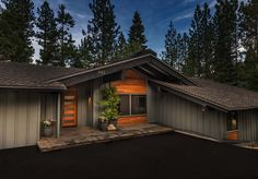 Dreamy mid-century modern home breathes new life in Lake Tahoe : Dreamy mid-century modern home breathes new life in Lake Tahoe Mountain Home Exterior, Ranch Exterior, Exterior Remodel, Modern Exterior, Exterior Houses, Exterior Doors, Exterior Paint, Mid Century Ranch, Mid Century House