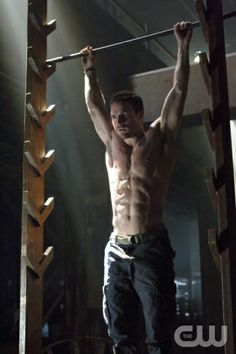 """Arrow -- """"Pilot"""" -- Pictured: Stephen Amell as Oliver Queen"""