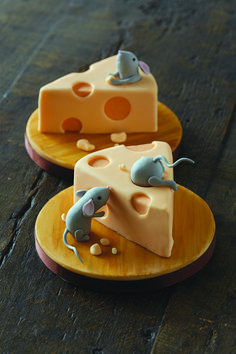 Mice with cheese cakes. Please try our new #carouselboxes / #treatboxes. They come in 10 awesome colors and can hold cookies, donuts, cupcakes, treats, gifts ... http://www.betterbakersbox.com/carousel-boxes.html