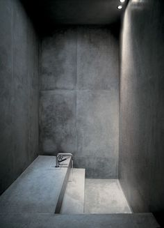 Bath with concrete shower; bath concrete / Interior Minimalism via LUMINOUS GRA Concrete Shower, Concrete Bathroom, Bathroom Taps, Washroom, Minimalist Architecture, Interior Architecture, Interior Design, Bad Inspiration, Bathroom Inspiration