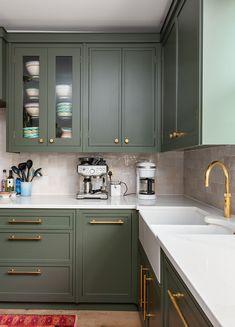 Sage Green Kitchen, Green Kitchen Cabinets, Kitchen Cabinet Colors, Kitchen Units, Kitchen Cabinetry, Kitchen Ideas, Kitchen Decor, Kitchen Design, Brass Kitchen Handles