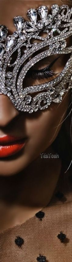 This would be such an amazing mask! Mother thinks Paris will like it also. Whatever makes her happy makes me happy. Masquerade Wedding, Masquerade Ball, Diamond Girl, Beautiful Mask, Bling, Costume Jewelry, Jewels, Masquerades, Silver