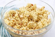 ASIAN RAMEN SALAD (+Video) - salads #salads #sidedishes Ramen Noodle Flavors, Ramen Noodle Bowl, Ramen Noodles, Asian Ramen Salad, Asian Slaw, Shredded Brussel Sprout Salad, Sprouts Salad, Pea Salad With Bacon, Best Salad Recipes