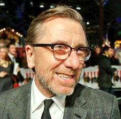 It's sad how people complain about Tim Roth in The Hateful Eight, comparing him to Christoph Waltz and saying he is copying his style. I'm sure if Quentin wanted Christoph to be Oswaldo he would have...