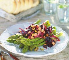 Buraki ze szparagami Beets, Cobb Salad, Tasty, Chicken, Healthy, Food, Essen, Meals, Health