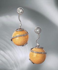 "Pyramid, Roberto Sciaguato - Earrings ""Apple""  ~  Melo pearls and diamonds"