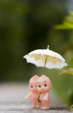 I don't normally like Kewpie dolls but this is an adorable shot- found on JennWren's Flickr