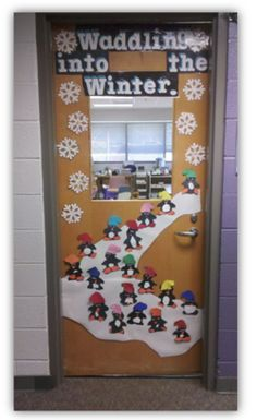 D co de portes on pinterest classroom door deco and for Decoration porte noel maternelle