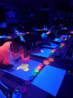 Blacklight Painting using Fluorescent Paints Middle School Art Blacklight Painting using Fluoresce… – Kunstunterricht Middle School Art Projects, Classroom Art Projects, Art Classroom, Art School, Middle School Crafts, Art Club Projects, Art Education Projects, Art Education Lessons, Summer Art Projects
