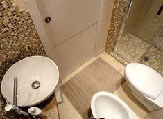 Risultati immagini per bagno piccolo Small Bathroom Interior, Small Space Interior Design, Small Space Bathroom, Home Interior, Interior Design Living Room, Small Toilet Room, Concrete Bathroom, Best Bathroom Designs, Home Deco