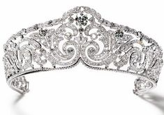 Diamond Bandeau Tiara - Cartier set in platinum- Queen Elisabeth of the Belgians; in 1912 King Leopold III of the Belgians; inherited from his mother in 1965 Princess Lilian of Rethy; inherited from her husband in 1983 Cartier; bought from Princess Lilian Royal Crowns, Royal Tiaras, Tiaras And Crowns, Diamond Tiara, Diamond Cuts, Or Antique, Antique Jewelry, Royal Jewelry, Fine Jewelry
