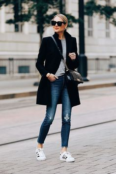 Blonde woman in Zara with black wool coat Gray pullover Madewell denim jeans Jean Jacket Outfits, Outfit Jeans, Grey Shirt, Grey Sweater, Adidas Superstar Sneaker, Sneakers Adidas, White Sneakers, Denim Jeans, Skinny Jeans