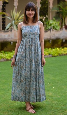 Casual Indian Fashion, Indian Fashion Dresses, Indian Designer Outfits, Designer Dresses, Cotton Long Dress, Cotton Summer Dresses, Summer Floral Dress, Cotton Dress Indian, Summer Gowns