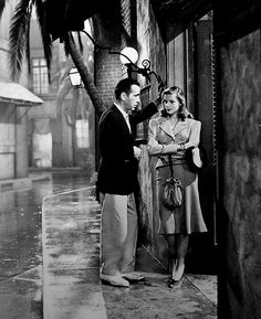 "Humphrey Bogart & Lauren Bacall in ""The Big Sleep"" (Howard Hawks, dir) Hollywood Stars, Golden Age Of Hollywood, Vintage Hollywood, Hollywood Glamour, Classic Hollywood, Hollywood Couples, Hollywood Cinema, Celebrity Couples, Lauren Bacall"