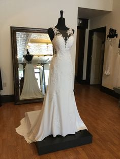 Modern Crepe Wedding Dress with Scalloped Train and Plunge Neckline Crepe Wedding Dress, Chic Wedding Dresses, Wedding Dress Styles, Plunging Neckline, Bridal Gowns, Train, Lace, Modern, Fashion