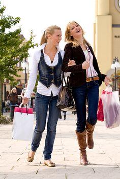 Meisjes aan het winkelen in Maasmechelen. www.dnf-style.com #dnf-style.com  #Fotoshoot / #Limburg / #Fotograaf / #Geleen