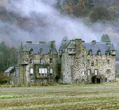 J.K. Rowlands' 19th century castle in Scotland. HOLY SHE OWNS AND LIVES IN THAT??? DREAM COME TRUE AHHH JEALOUSSSSS