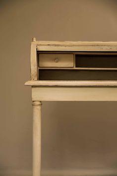 Escritorio vintage, restaurado, de madera by BERKANA Shop