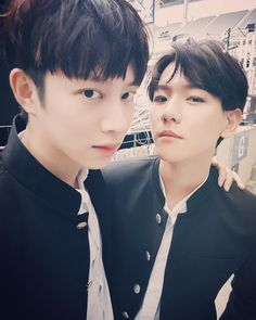 Heechul and Baekhyun//Super Junior and EXO Kim Heechul, Leeteuk, Kyuhyun, Super Junior, Divas, Exo 2017, Exo Red Velvet, Programa Musical, Actor