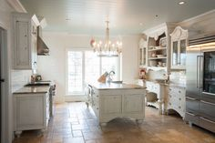 Custom kitchen by Mullet Cabinet