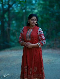 Anu Sithara is a well known Malayalam actress and a trained dancer. She is extremely beautiful and even considered as the face that is goi. Beautiful Girl Indian, Most Beautiful Indian Actress, Beautiful Saree, Beautiful Women, Bollywood Actress Hot Photos, Actress Pics, Stylish Girl Images, Malayalam Actress, Indian Beauty Saree