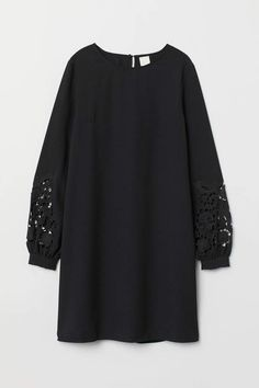 H&M Short Dress - Black Knee-length dress in woven fabric. Round neckline and opening at back of neck with concealed button. Yoke at back with box pleat and long balloon sleeves with narrow cuffs. Abaya Fashion, Modest Fashion, Fashion Outfits, Dress Fashion, Womens Fashion, Abaya Mode, Mode Hijab, Casual Dresses, Short Dresses