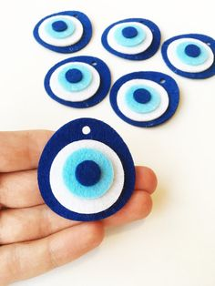 10 pcs felted evil eye beads handmade felt evil eye bead, nazar boncuk, jewelry supplies for necklace, felted ojo bead, evil eye jewelry Listing include 10 pieces felted evil eye charms Each felt is handmade and they are about It has hole at the top. Felt Diy, Handmade Felt, Felt Crafts, Diy Crafts, Evil Eye Art, Cute Anklets, Hanging Beads, Diy Jewelry Supplies, Jewelry Ideas
