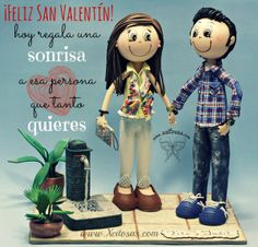 Feliz San Valentín! Hoy regala una sonrisa a esa persona que tanto quieres!  Fofuchas novios personalizados  www.xeitosas.com