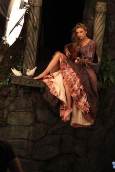 Annie Leibovitzs Disney Series - Taylor Swift - Rapunzel (behind the scenes)