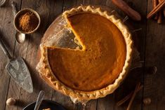 October is here, along with chillier weather, spooky costumes, and of course… PUMPKIN EVERYTHING! Here are three healthy pumpkin recipes to enjoy this fall. Dairy Free Pumpkin Pie, Best Pumpkin Pie Recipe, Paleo Pumpkin Pie, Homemade Pumpkin Pie, Pumpkin Dessert, Pumpkin Recipes, Pumpkin Spice, Spiced Pumpkin, Quick Healthy Desserts