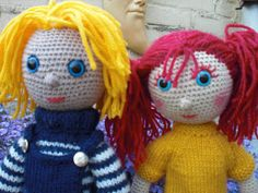 Arne and Carlos Dolls free pattern- site will translate Knitted Dolls, Crochet Dolls, Knit Crochet, Crochet Hats, Crochet Doll Pattern, Crochet Patterns, Arne And Carlos, Chrochet, Doll Patterns