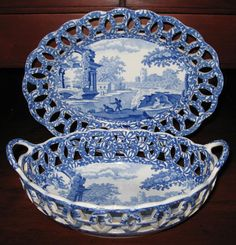 Circa 1830 Spode Chestnut Basket w/ Undertray. Blue transfer-printed in the Italian pattern. Reticulated border and scalloped rim.