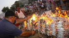 """Marbella convoca un curso formativo de """"espetero"""" ante la demanda de los chiringuitos"""