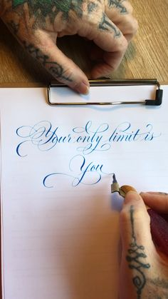 Stuff To Draw Videos Quotes Calligraphy Tutorial, Calligraphy Drawing, Copperplate Calligraphy, Hand Lettering Tutorial, Calligraphy Handwriting, Calligraphy Letters, Cursive Handwriting Practice, Learn Calligraphy, Penmanship
