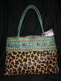 I am addicted to lepers print and purses, look what I find!!