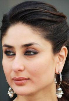 Kareena😍😍😍 Kareena Kapoor Images, Kareena Kapoor Khan, Albino Girl, Karena Kapoor, Girls Dp Stylish, Most Beautiful Indian Actress, Girl Poses, Actress Photos, Girly Girl