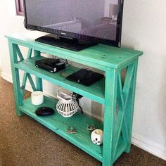 Cheap Home Furnishing with Recycled Pallets: Some people who have the pallets and know how to use them for making the reclaimed wood pallets furniture for the Repurposed Wood, Recycled Pallets, Recycled Wood, Wooden Pallets, Pallet Wood, Scrap Wood Projects, Easy Woodworking Projects, Diy Pallet Projects, Pallet Ideas