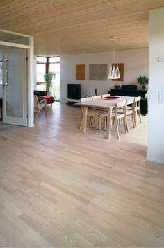 Trägolv Arena Parkett Trend Ask Accent, Vit Laminate Flooring, Hardwood Floors, Room Inspiration, Parquetry, Wood Floor Tiles, Wood Flooring, Floating Floor