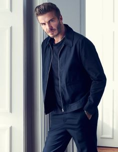 David Beckham wearing blue jacket and pants in the H&M Modern Essentials Spring 2016 campaign Gifts David Beckham 2016, Style David Beckham, Moda David Beckham, David Beckham Shirtless, H&m 2016, Mode Bcbg, Celebridades Fashion, Estilo Hip Hop, Fashion Mode