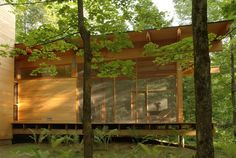 L'atelier Pierre Thibault Rural House, House In The Woods, Cool Room Designs, Nature Architecture, Compact House, Porche, Glass Floor, Gone Fishing, Guest Bedrooms