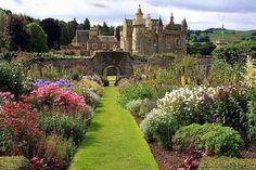 メルローズにある大邸宅アボッツフォード‐ハウス(スコットランドを代表する詩人・小説家、ウォルター=スコットが20年間暮らした) 英国スコットランド