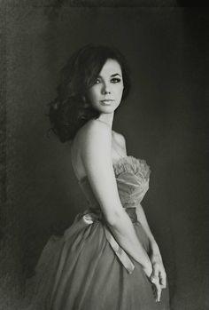BEAUTIFUL! Sue Bryce women's portrait